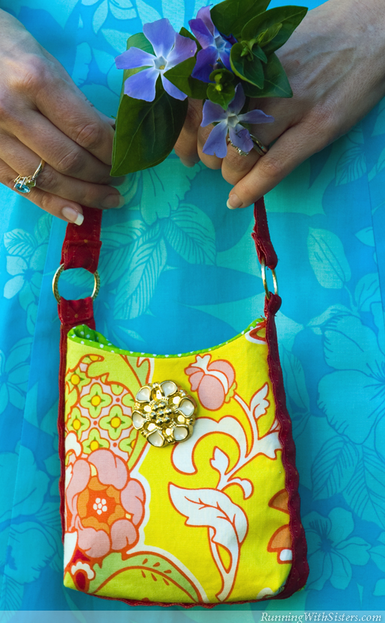RunningWithSisters.com Sew a pretty little purse perfect for a garden party.
