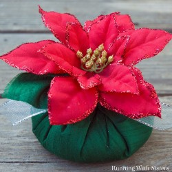 Make a Christmas clove sachet that's a real show-stopper! Scent with cloves and cinnamon and top with a glittered poinsettia.