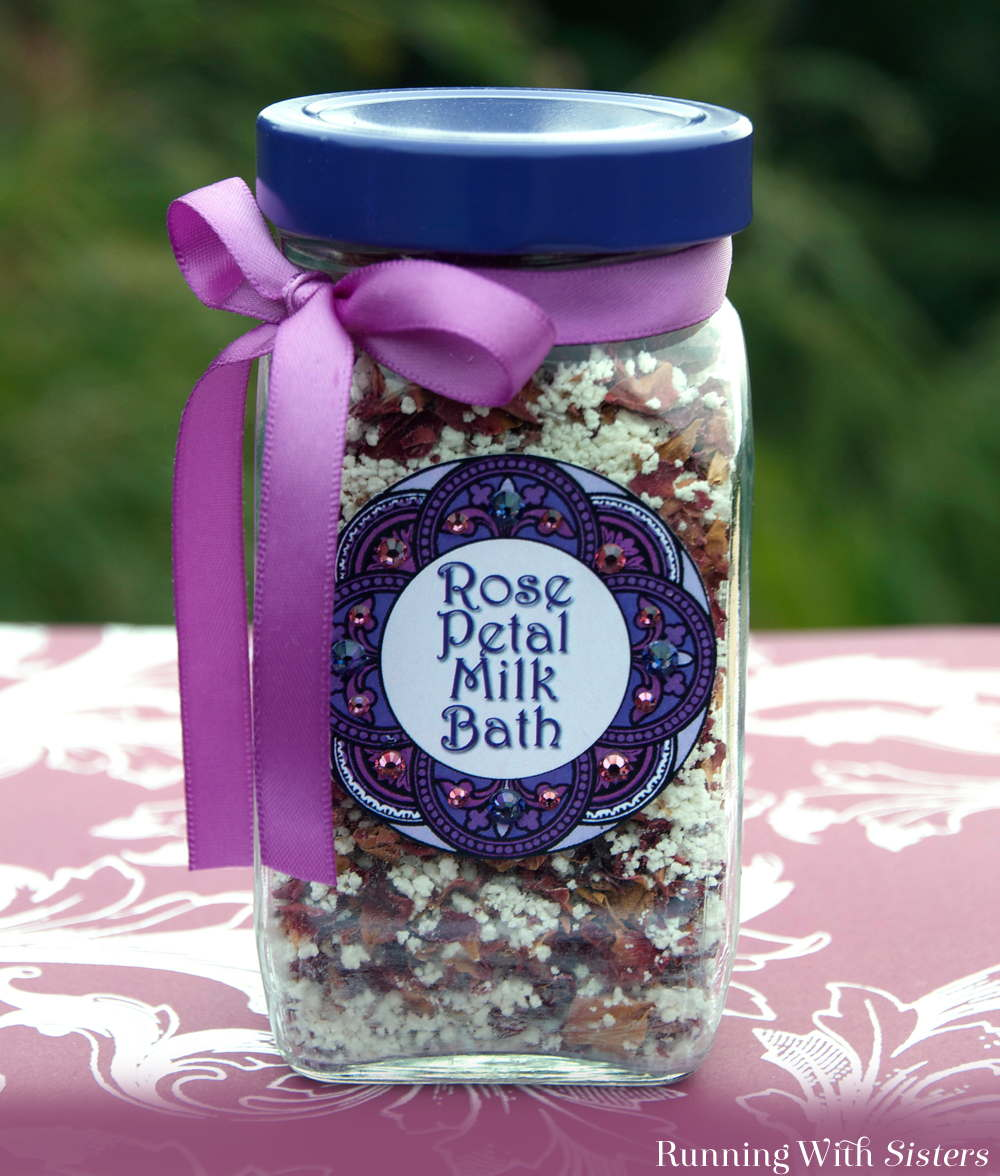 Think you don't have time for handmade gifts? This rose petal milk bathis fast and easy to make!