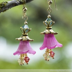 Blooming Garden Flower Earrings - Detail