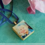 www.RunningWithSisters.com Moms love handmade gifts, so why not make yours a Scrabble tile pendant with your picture? We show you how with this step-by-step tutorial and video how-to!