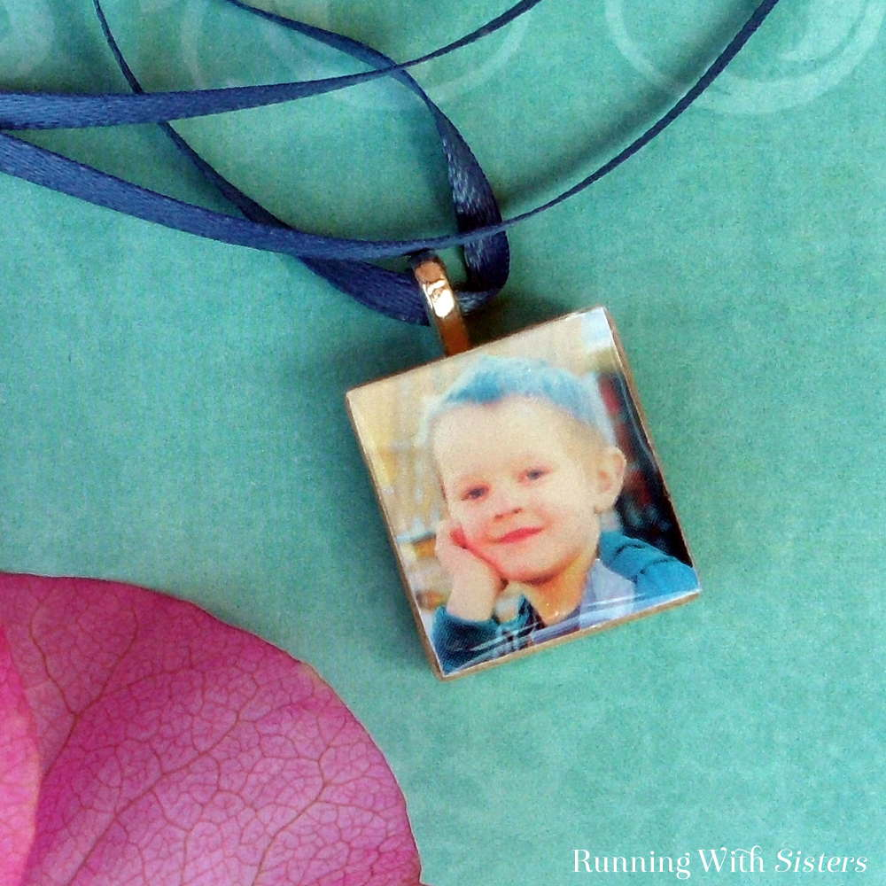 Moms love handmade gifts for Mother's Day, so why not make yours a picture pendant? This one is super easy and uses a Scrabble tile as the base. So it's a great craft for kids to make for Mom!