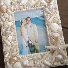 www.RunningWithSisters.com Make a beachy keepsake frame with seashells and starfish!