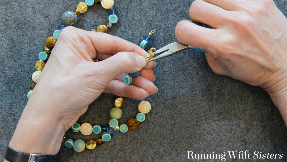 9 How To Shorten A Necklace - Press Clampshell Closed