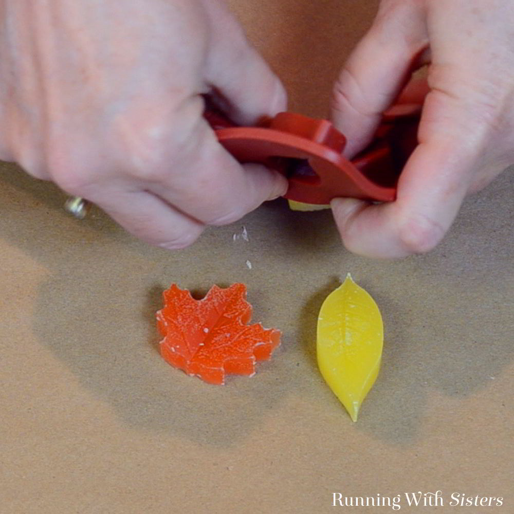 These Leaf Candle Tarts are great for gifts! In this tutorial, you'll learn how to make your own scented candle tarts to melt on a Scentsy or candle warmer.