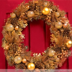 Make a glittering gold holiday wreath to welcome guests for Christmas! Glitter real pinecones, then add gold ornaments, tinsel garland, and glittery pokes!