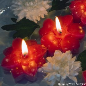 We love the romantic look of floating candles! We made these pretty flower candles using a silicone baking mold. We'll show you how to adapt them to make candles.