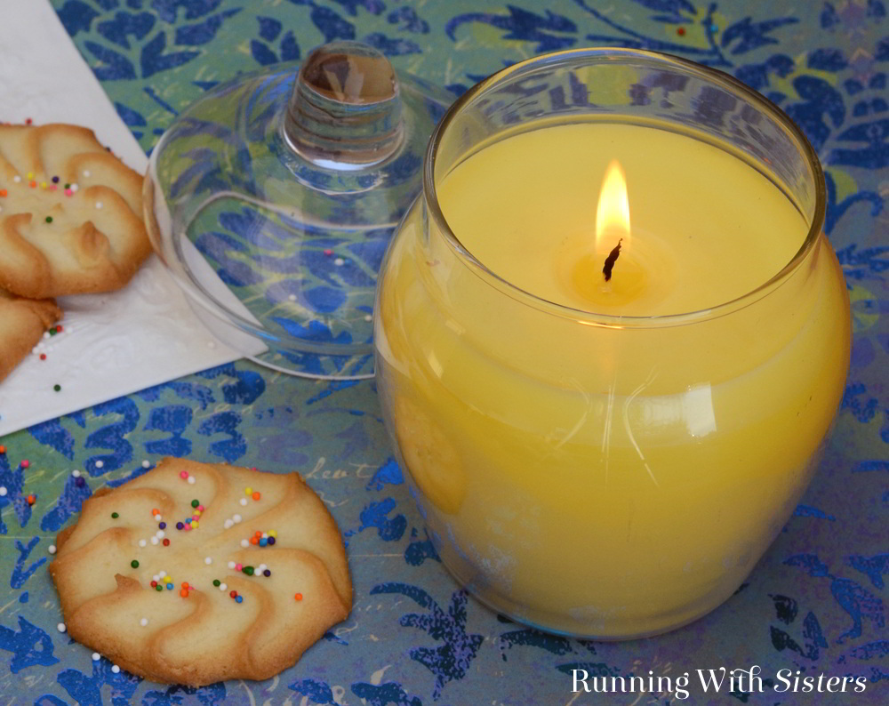 Learn to make a DIY Jar Candle with this candle making tutorial. We'll show you how to make a Sugar Cookie Jar Candle with step by step photos.