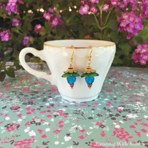 Learn to make these easy Flower Beaded Earrings with this jewelry making video tutorial and step by step instructions. Great handmade gift!