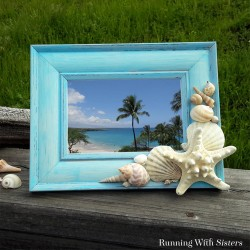 Make your own decorator chic seashell frame! Our video tutorial will show you step by step how to glue on the shells to make a DIY shell frame.