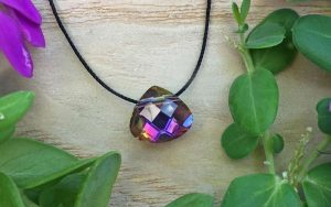 Simple Necklace: Crystal Pendant On Thread