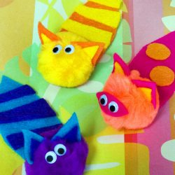 Make pompom cats from pompoms, googly eyes, and felt. Super fun kid craft!