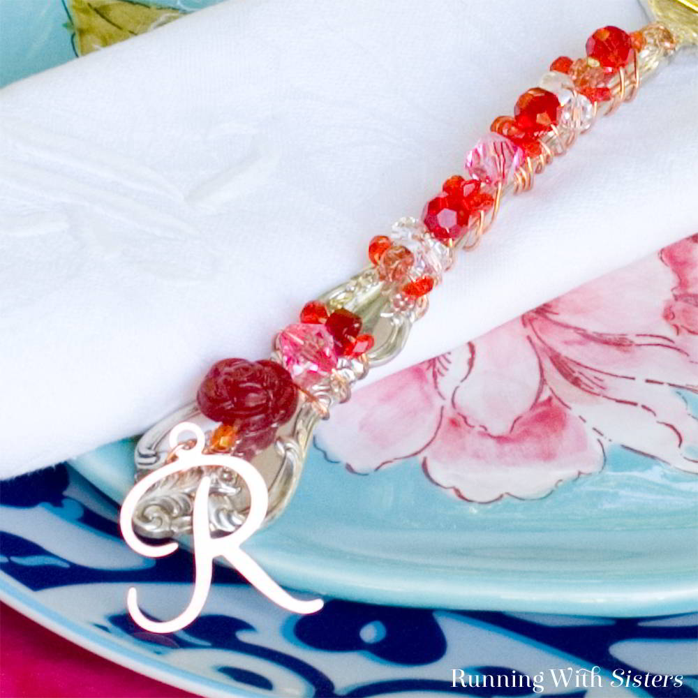Make a beaded cake server! This lovely handmade beaded pie server makes a terrific DIY gift!
