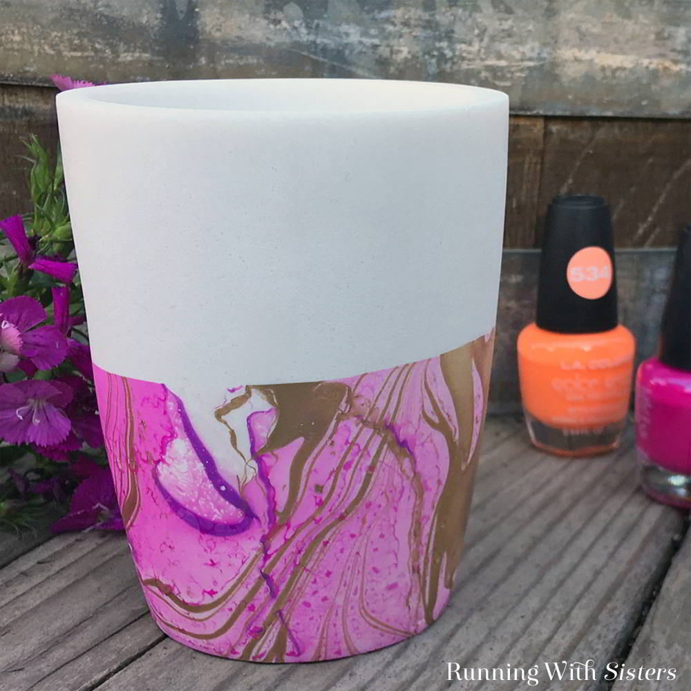 Learn to marble with nail polish! Watch this video tutorial to see how easy it is to create a marblized vase using suminagashi and dollar store nail polish!