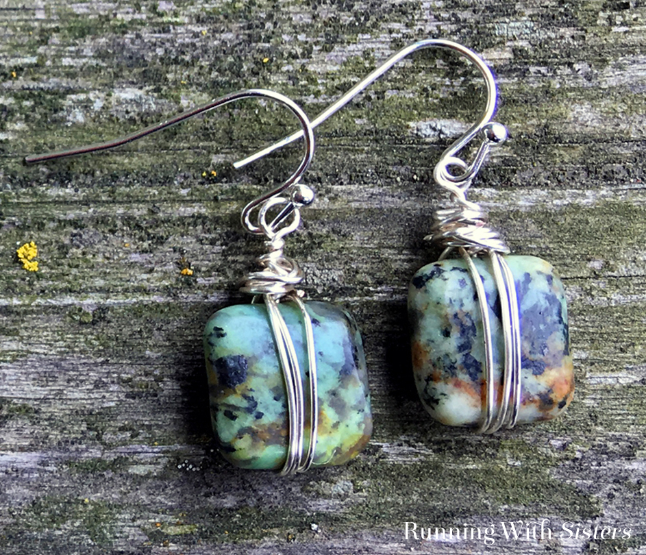 Transform a pair of square beads into a pair of wrapped bead earrings. In this jewelry making tutorial we'll show you how to wrap square gemstone beads and turn them into artsy earrings.