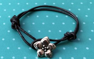 Easy Friendship Bracelet Using A Button For A Clasp
