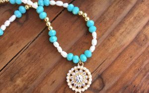 How To Make A Pearl And Aqua Crystal Beaded Necklace