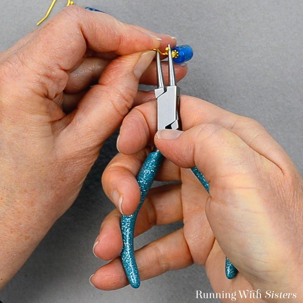 Make a pair of Five Minute Earrings featuring pretty glass beads. We'll show you how to make these in just a few easy steps!