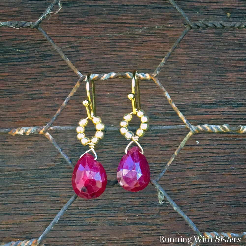 We'll show you these how to create these stunning beaded briolette dangles out of thin gauge wire, seed beads, and gorgeous garnet gemstones.
