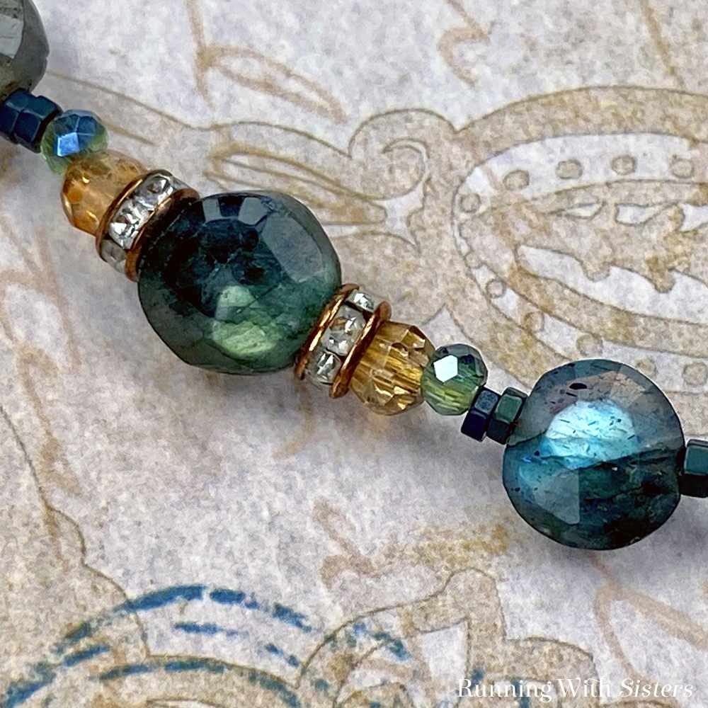 Labradorite Gemstone And Copper Beaded Necklace - Detail Bead Pattern